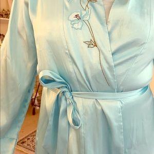 Jones New York Size Medium Aqua Short Robe Medium